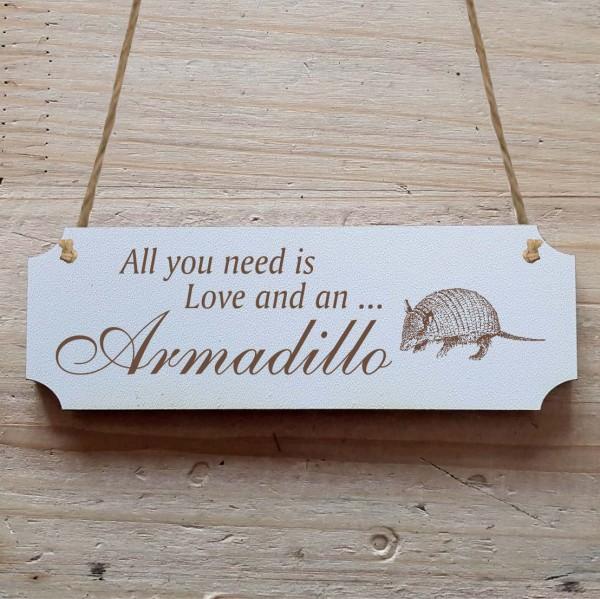 Dekoschild « All you need is Love and an Armadillo » Gürteltier