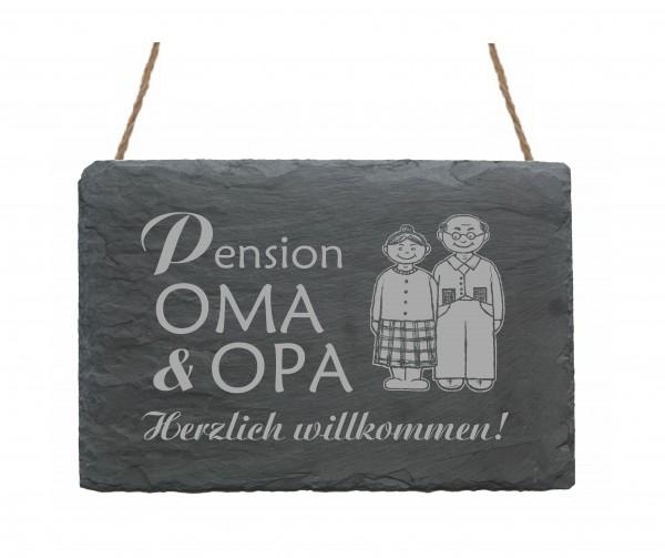 Schiefertafel « PENSION OMA & OPA - Herzlich Willkommen! »