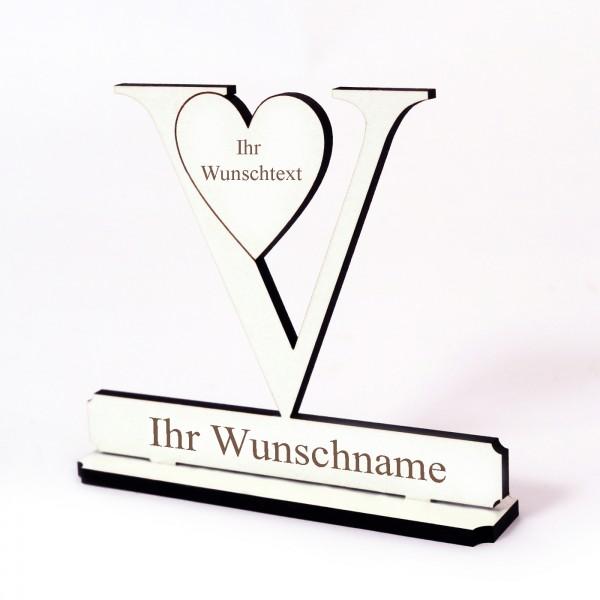 Buchstabe V mit Herz - Name und Wunschgravur - Schild zum Hinstellen